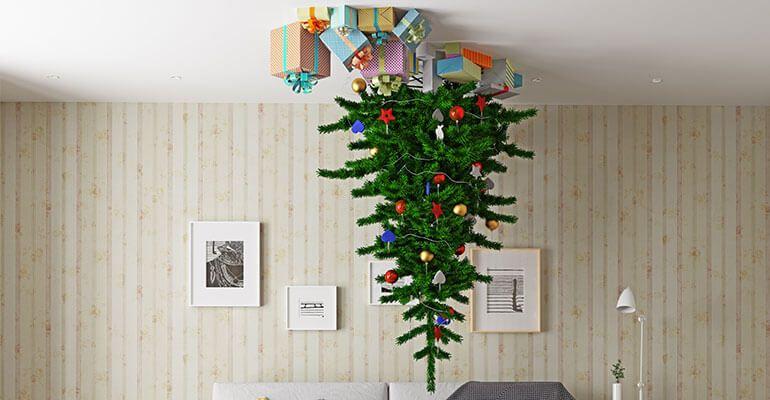 Katzensicherer Weihnachtsbaum an der Decke